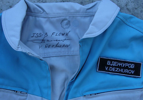 # h051a            STS-105/ISS-3/STS-108 flown suit of V.Dezhuro 3