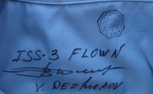 # h051a            STS-105/ISS-3/STS-108 flown suit of V.Dezhuro 4