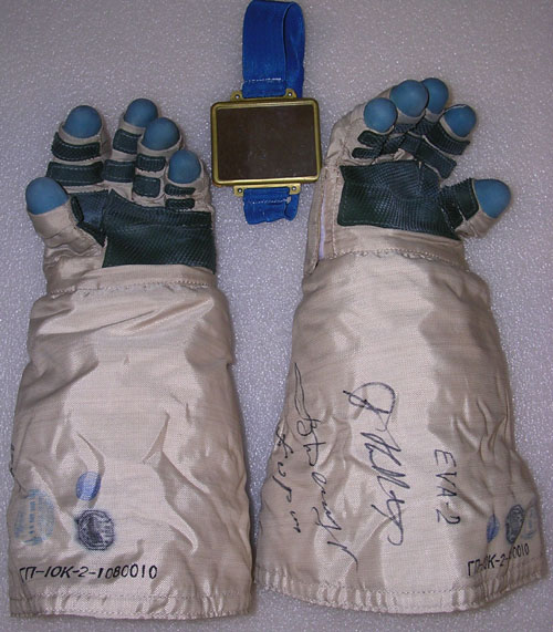 # h050b            EVA-2/ISS-3 Six hours worn in outer space glo 3