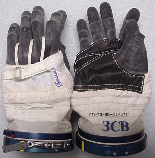 # h057            Soyuz TMA-1/Soyuz TM-34 ISS gloves of Sergei Z 1