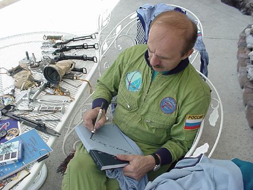 # h068            Personal items of cosmonaut Alexander Poleschu 3