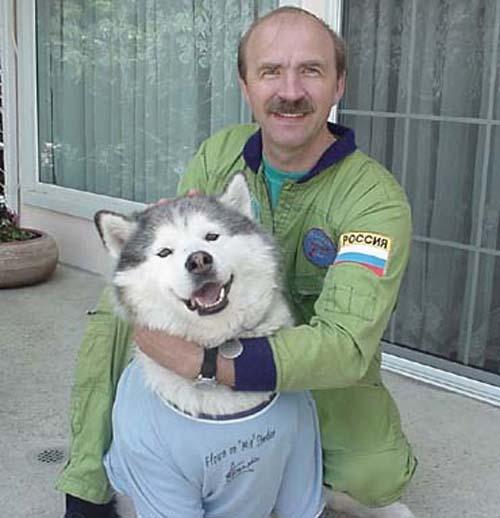 # h068            Personal items of cosmonaut Alexander Poleschu 4