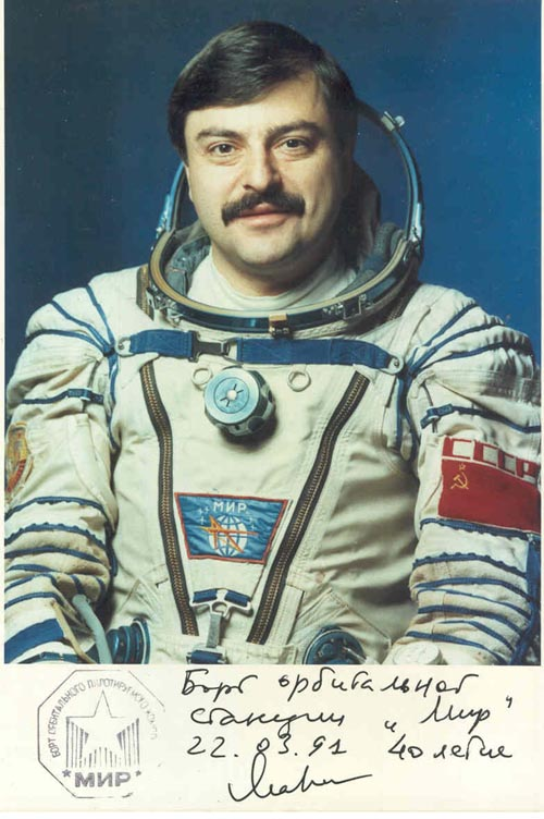 # pf115            Soyuz TM-11/MIR flown photo of Musa Manarov 1