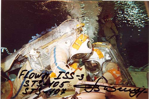 # fpit099a            ISS-3 expedition underwater training flown 1