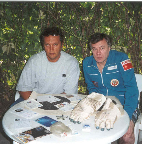 # fpit320            Soyuz TM-9/MIR flown HAPPINESS BRINGER souv 3