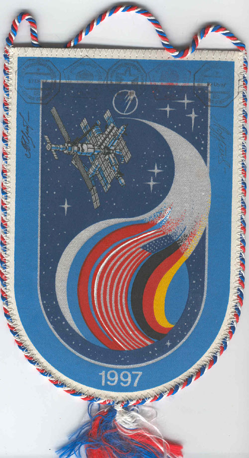 # fpit251            Soyuz TM-25/MIR flown pennant from cosmonau 1