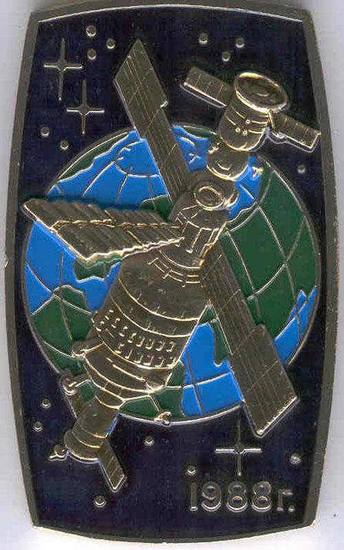 # pnts118            Soyuz TM-7/TM-6/MIR onboard pennant 2