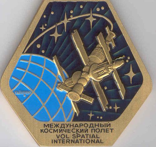 # pnts126            Soyuz TM-15/MIR onboard pennant 2