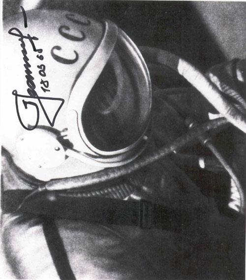 # vskhd100            Voskhod-2 `Space swim` EVA A.Leonov autographed photos. 2