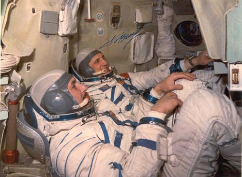 # soy250            Soyuz-21/Salyut-5 cosmonauts during training 1