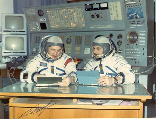 # soy251            Cosmonauts Volynov-Zholobov (Soyuz-21) during training 1
