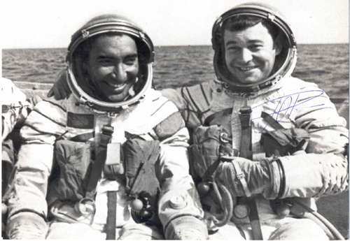 # soy311            Soyuz-38 commander Yuri Romanenko and Cuban cosmonaut mendez in training 1