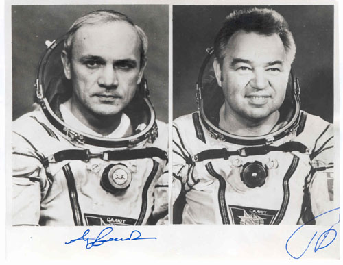 # soy900            Cosmonauts Dzhanibekov and Grechko signed photo(Soyuz T-13, T-14) 1
