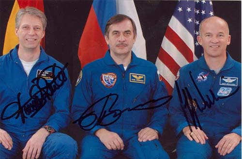 # cspc099a            ISS-13 crew signed photos 1