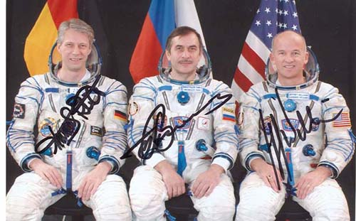 # cspc099a            ISS-13 crew signed photos 2