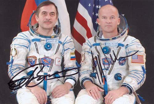 # cspc099a            ISS-13 crew signed photos 3