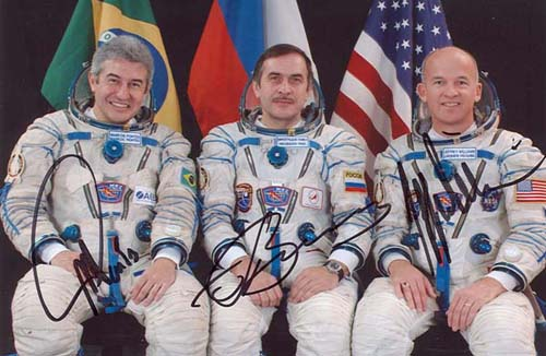 # cspc099b            Soyuz TMA-8 crew signed photo 1