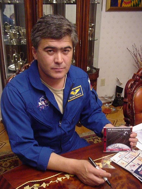 # eb140a            Russians in Space autographed CD -rom 2