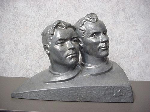 # sscp140            Vostok-3/4 A.Nikolayev-P.Popovich metal bust 1
