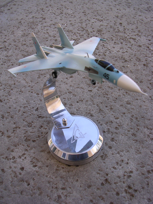 # sp203a            Su-27 on chrome stand with Sukhoi logo 2