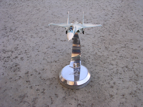 # sp203a            Su-27 on chrome stand with Sukhoi logo 5