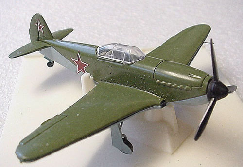 # yp100            Yak-3 metal diecast 1/72 scale model 1