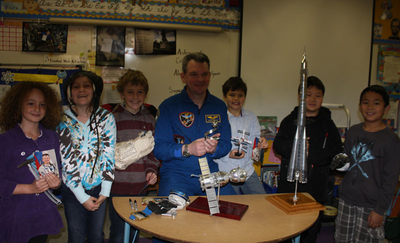# ci264 Cosmonaut A.Samokutyayev with school students 3