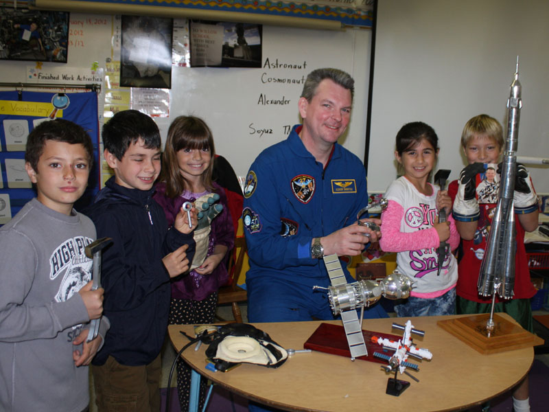 # ci264 Cosmonaut A.Samokutyayev with school students 4
